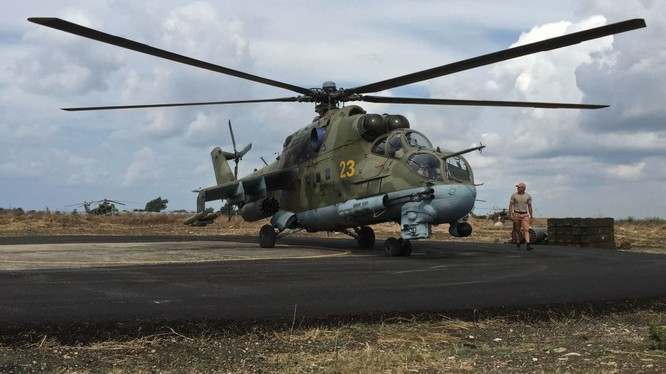 Trực thăng chiến đấu Nga trên sân bay Hmeymim