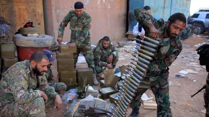 Binh sĩ Syria chuẩn bị chiến đấu trên chiến trường thành phố Aleppo