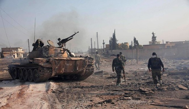 Quân đội Syria và lực lượng vũ trang địa phương NDF chiến đấu trong thành phố Aleppo