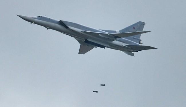 Máy bay ném bom chiến lược tầm xa Tu-22M3 tiếp tục không kích IS