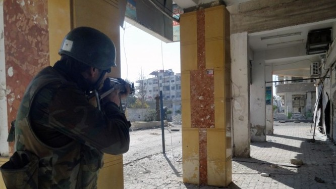 Binh sĩ Syria chiến đấu ở Darayya
