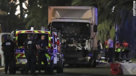 Chiệc xe tải bị bắn nát kính chắn gió