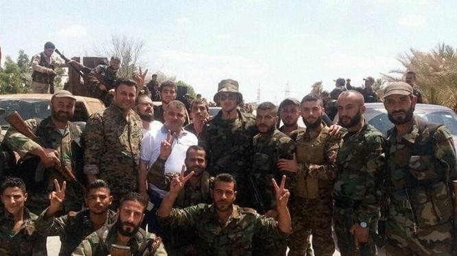 Các binh sĩ sư đoàn bộ binh cơ giới số 4 quân đội Syria