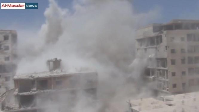 Hỏa lực dữ dội dìm thành phố vệ tinh Darayya vào khói lửa