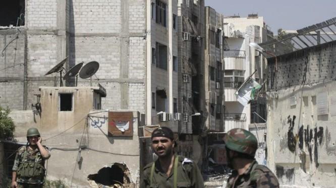 Các binh sĩ Syria chiến đấu trên đường phố
