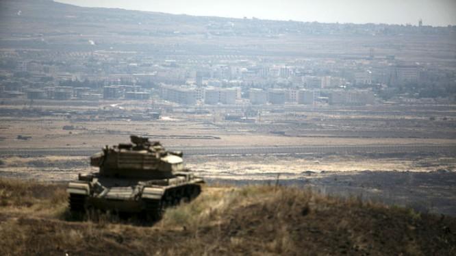 Xe tăng quân đội Syria ở tỉnh Quneitra
