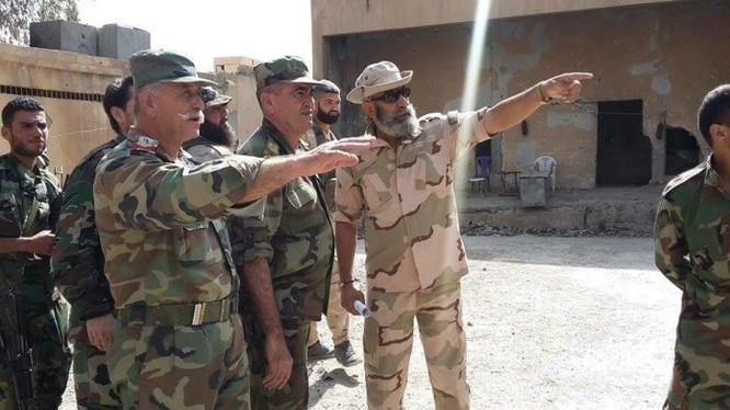 các sĩ quan cao cấp quân đội Syria trinh sát chiến trường Deir Ezzor