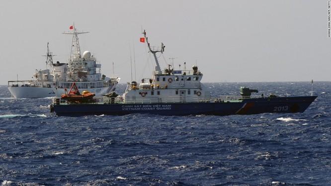 Tàu cảnh sát biển Việt Nam và hải cảnh Trung Quốc trong cuộc đấu tranh tháng 5.2014