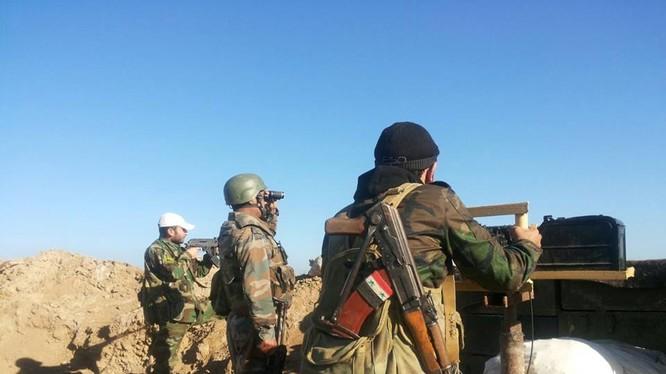 Binh sĩ Syria chiến đấu ở thành phố Deir Ezzor