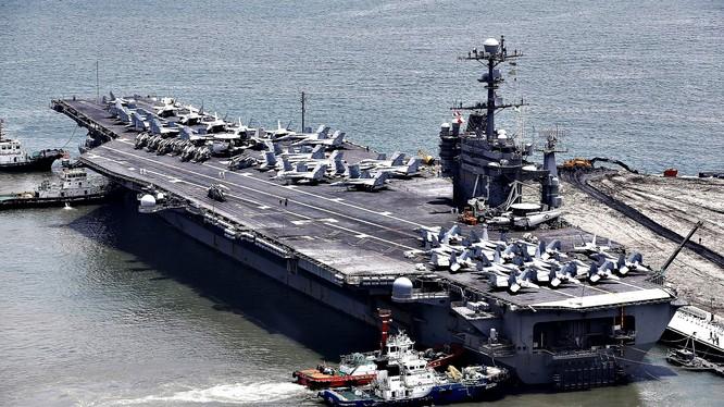 Tàu sân bay trọng tải 97.000 tấn USS George Washington đến thành phố cảng phía đông nam Hàn Quốc Busan