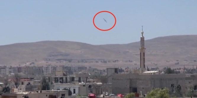 Không quân Syria ném bom vào trận địa phòng ngự của FSA ở Darayya