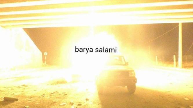Xe ô tô quân đội Syria tiến lên cầu Ramouseh