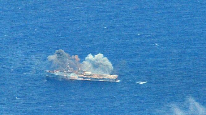 Tàu vận tải đổ bộ USS Ogden (LPD 5) bị đánh chìm