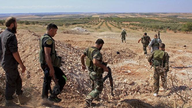 Binh sĩ quân đội Syria cơ động trên địa bàn tỉnh Hama