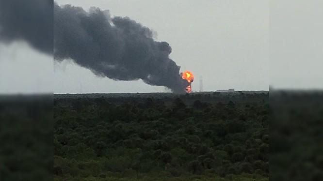 Vụ nổ tên lửa SpaceX trên Mũi Canaveral