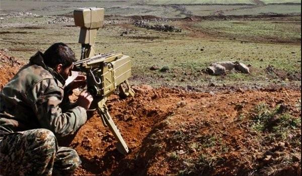 Binh sĩ Syria sử dụng thiết bị quang - ảnh nhiệt trinh sát mục tiêu