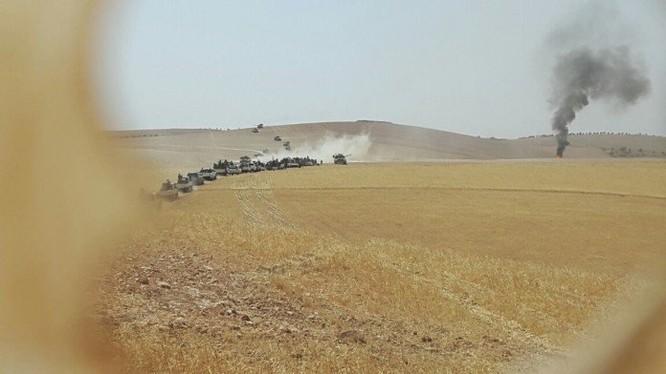 Đoàn xe tăng Thổ Nhĩ Kỳ tiến vào lãnh thổ Syria
