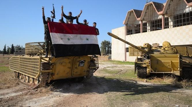 Binh sĩ quân đội Syria ăn mừng chiến thắng