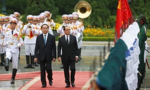 Chủ tịch nước Trần Đại Quang trong lễ đón chính thức Tổng thống Pháp Francois Hollande tại Phủ Chủ tịch