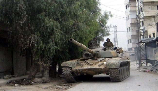 Xe tăng quân đội Syria tiến công trên vùng Đông Ghouta