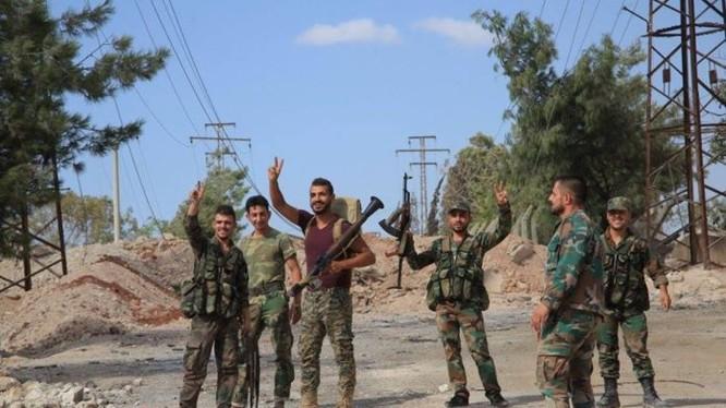 Binh sĩ quân đội Syria trong ngôi làng Khirbat Al-Hijama vừa được giải phóng