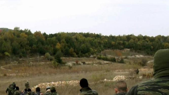 Quân đội Syria hành quân trên vùng núi Đông Bắc Latakia
