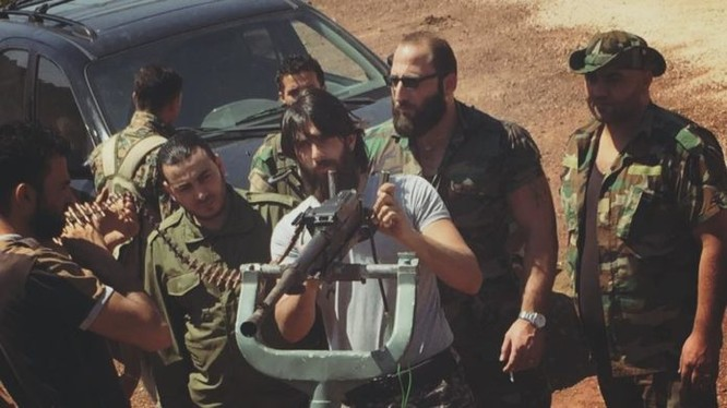 Binh sĩ Trung đoàn Golan chuẩn bị vũ khí