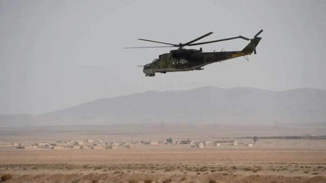 Máy bay trực thăng chiến đấu Mi 24 quân đội Syria tuần tiễu khu vực Palmyrra