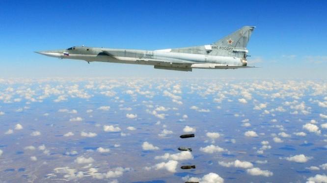 Máy bay ném bom Tu-22M3 không kích