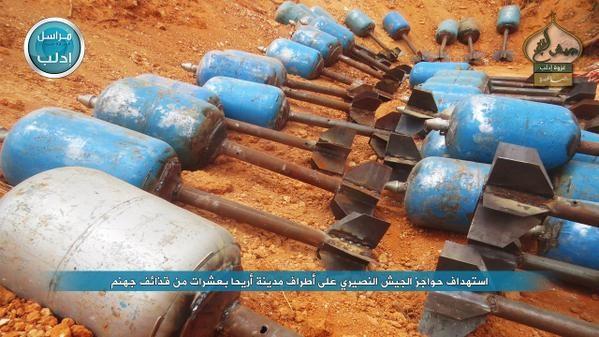 Đạn súng cối tự chế của lực lượng Jabhat Fateh Al-Sham tấn công miền Nam Aleppo