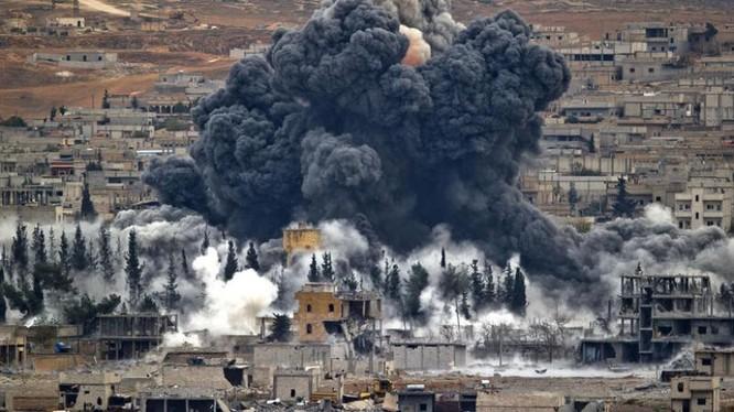 Không quân liên minh do Mỹ dẫn đầu không kích vào quân đội Syria ở Deir ez-Zor