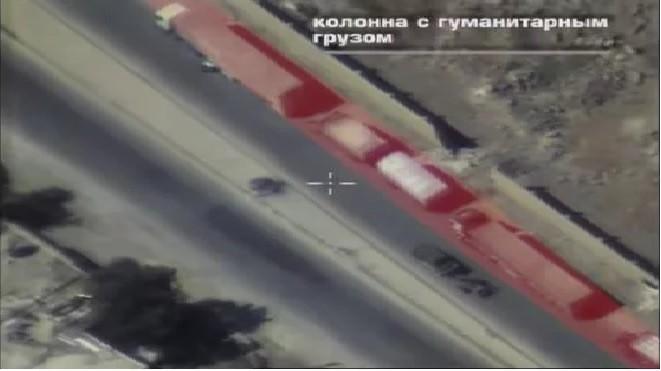 """Đoàn xe viên trợ nhân đạo đi cùng với 1 xe của lực lượng khủng bố và một khẩu súng cối """"pháo địa ngục"""""""