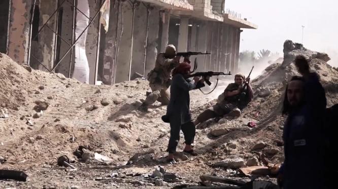 Các tay súng IS tấn công trên ngọn núi chiến lược thành phố Deir ez Zor