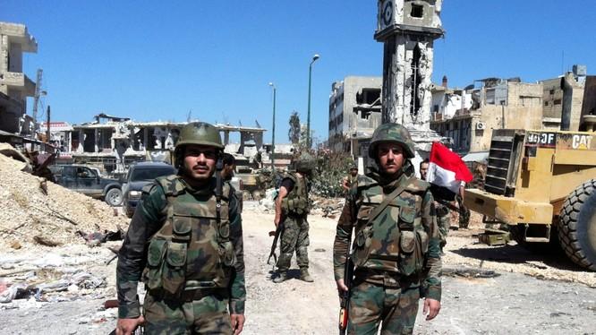 Binh sĩ quân đội Syria trên chiến trường miền Tây Nam Aleppo