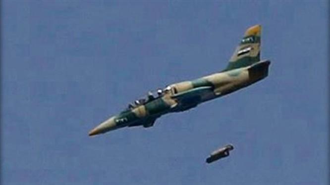 Máy bay chiến đấu quân đội Syria không kích