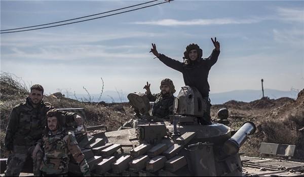 Lực lượng quân tình nguyện Palestine chuẩn bị tiến vào Handarat trên miền Bắc Aleppo