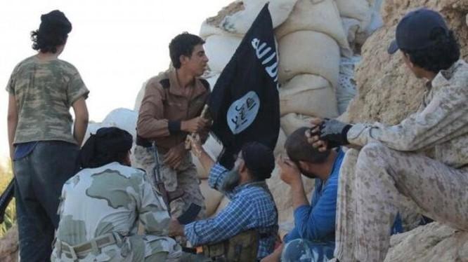 Các tay súng IS trên chiến trường Deir ez Zor