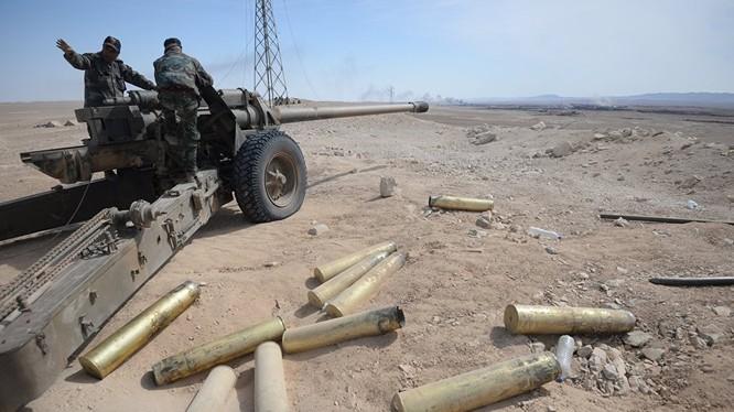 Pháo binh quân đội Syria trên chiến trường miền Bắc Hama