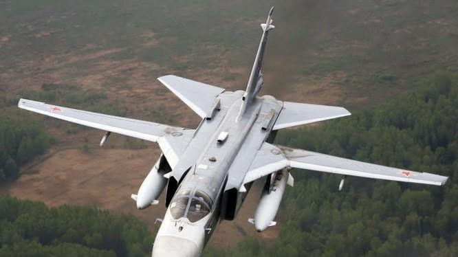 Máy bay ném bom Su-24 không quân Nga