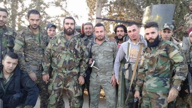 Binh sĩ quân đội Syria trên chiến tuyến phòng ngự thành phố Al-Salamiyah