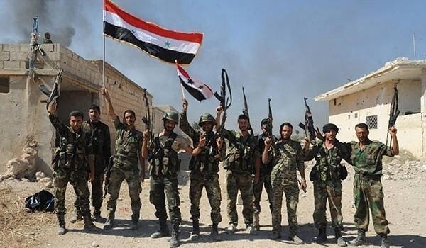Binh sĩ quân đội Syria giải phóng một ngôi làng ở Hama