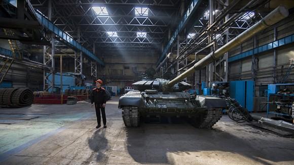 Xe tăng T-90 trong nhà xưởng lắp ráp