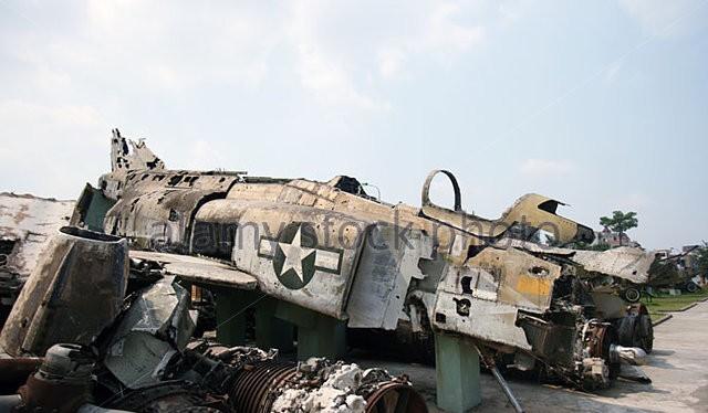 Xác một chiếc F-4 Mỹ ở Việt Nam