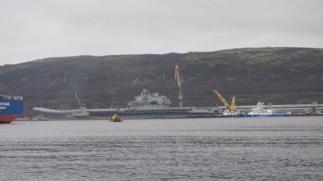 Tàu sân bay Đô đốc Kuznetsov Nga tại cảng Tartous ở Syria