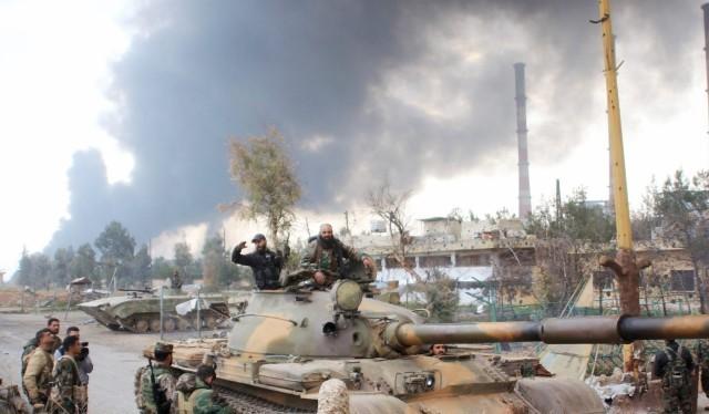 Xe tăng quân đội Syria trên đường phố Aleppo
