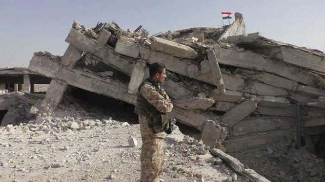 Lá cờ giải phóng của quân đội Syria trên bệnh viện Kandi