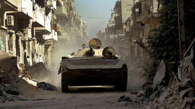 Xe thiết giáp quân đội Syria tấn công trên đường phố (ảnh minh họa)