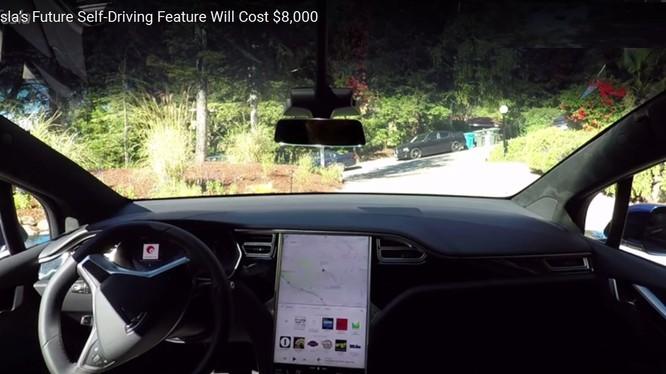 Xe ô tô tự lái Tesla hoàn toàn tự động