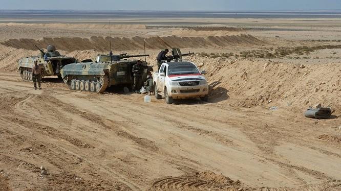 Một nhóm binh sĩ quân đội Syria trên chiến trường Aleppo
