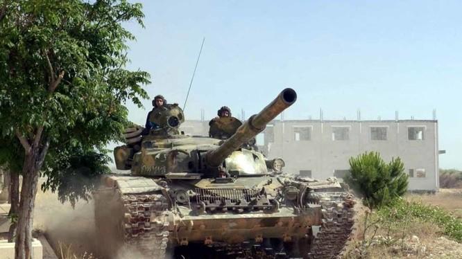 Xe tăng quân đội Syria tiến công trên chiến trường Ghouta